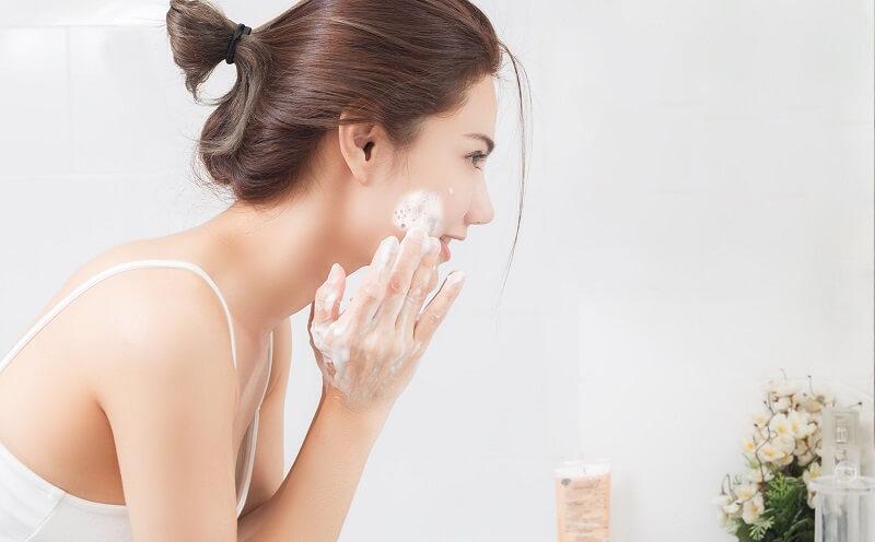 các bước chăm sóc da sữa rửa mặt